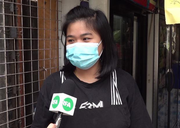 泰国街坊邓小姐支持示威,但就表示不太懂评论事件。(邓颖韬 摄)