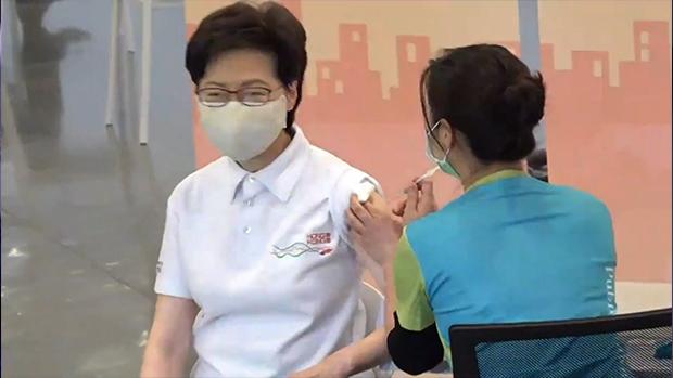 林郑率高官接种科兴疫苗 优先群组周二可以预约