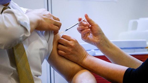 香港63岁翁接种新冠疫苗后死亡 卫生署:暂未能确定与接种有关