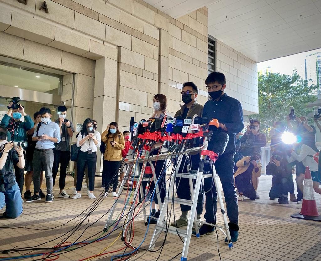 2020年11月23日,3人上庭前会见传媒,表示无悔抗争。(刘少风 摄)