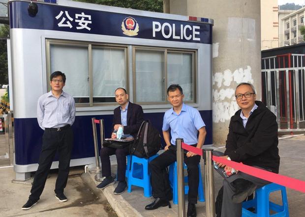 (左起)代表郭子麟的蔺其磊律师、代表乔映瑜的卢思位律师、代表邓棨然的宋玉生律师和代表李宇轩的律师梁小军。(受访者提供)