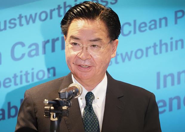 2020年8月26日,台湾外交部长吴钊燮:台湾已经表达加入美方5G Clean Path倡议的意愿。(锺广政 摄)