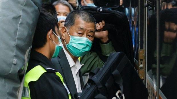 香港保安局周五公布,凍結《蘋果日報》創辦人黎智英持有的71%壹傳媒股份,以及其3間私人公司銀行財產。
