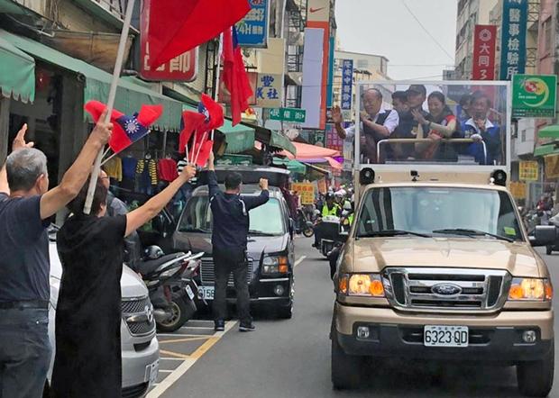 2020年1月10日,国民党总统候选人韩国瑜,白天以车队方式沿街拉票。(韩国瑜办公室提供)