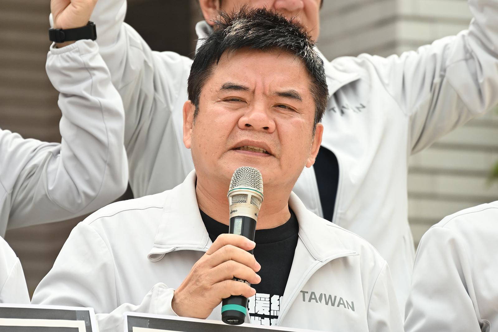 2021年3月29日,民進黨立委莊瑞雄:和守護人權、拒絕獨裁、愛護民主的廠商和朋友們站在一起。(鍾廣政 攝)