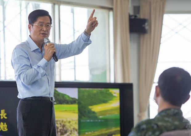 2020年6月5日,国防部长严德发:歼灭敌方往往只有一次机会,唯有透训练才能精准命中。(军闻社提供)