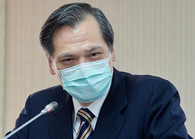 2020年5月28日,陸委會主委陳明通:未來會以兩條腿走路方式,分開處理香港居民和香港政府。(鍾廣政 攝)