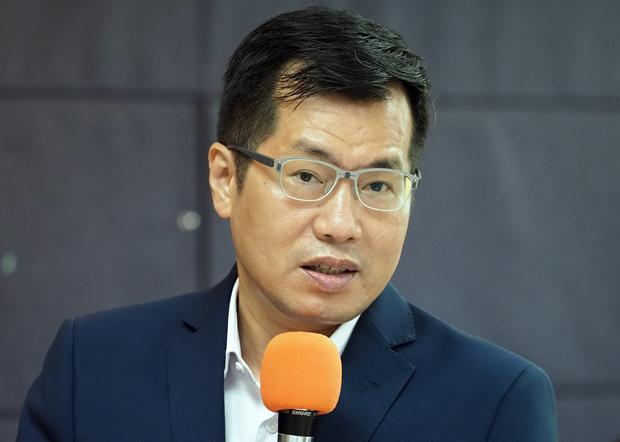 2020年6月17日,民進黨立委羅致政:台灣要有接地氣的駐美國代表,能精準傳達台灣方面政治的變化。(鍾廣政 攝)