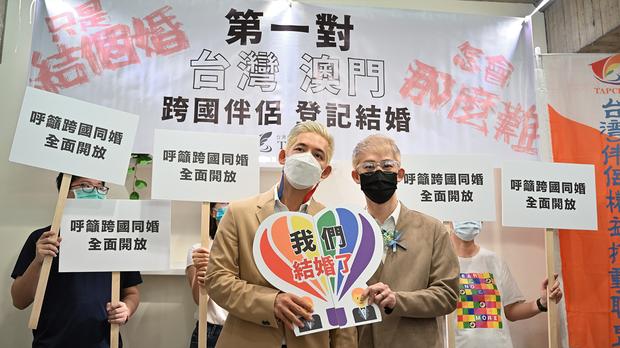 首對澳門和台灣同性伴侶官司勝訴 成功登記結婚