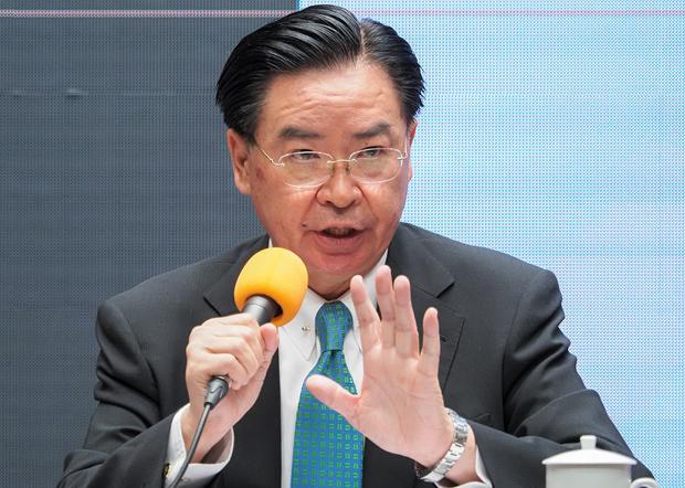 2020年9月2日,台灣外交部長吳釗燮:新版護照將大幅提升台灣的辨識度,避免誤認為中國人。(鍾廣政 攝)