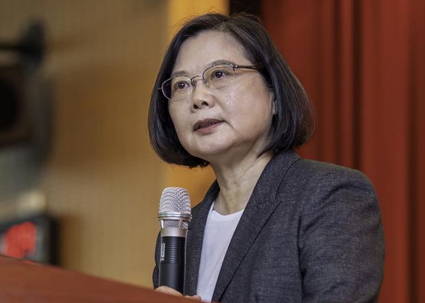 2020年10月29日,台灣總統蔡英文:向殉職F-5戰機飛行員家屬表達哀悼,要求國防部務必查明事故原因。(台灣總統府提供)