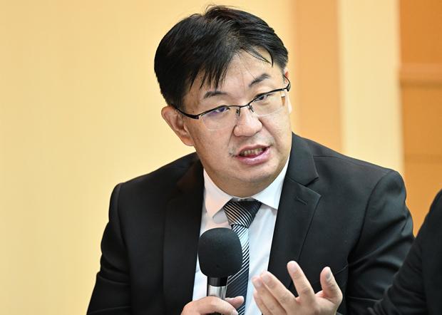 2020年9月24日,东吴大学法律系教授胡博砚:新宪法当中应赋予国家武器应对中国武统。(锺广政 摄)