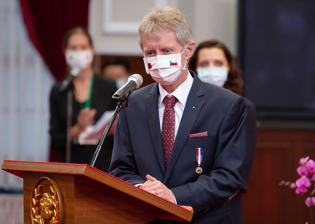 2020年9月3日,捷克参议院议长维斯特奇尔:对王毅的恐吓言论表示失望和不高兴,也不太喜欢这种表达方式。(台湾总统府提供)