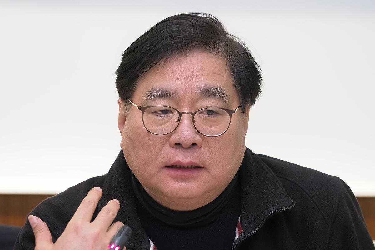2019年12月3日,台灣關懷中國人權聯盟理事長楊憲宏︰《難民法》三年前就通過一讀,如果民進黨願意半天就能完成三讀程序。(鍾廣政 攝)