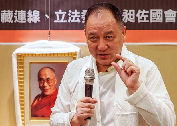 2020年7月8日,西藏駐台代表達瓦才人:以目前達賴喇嘛的健康狀況,疫情過後可以訪台。(鍾廣政 攝)