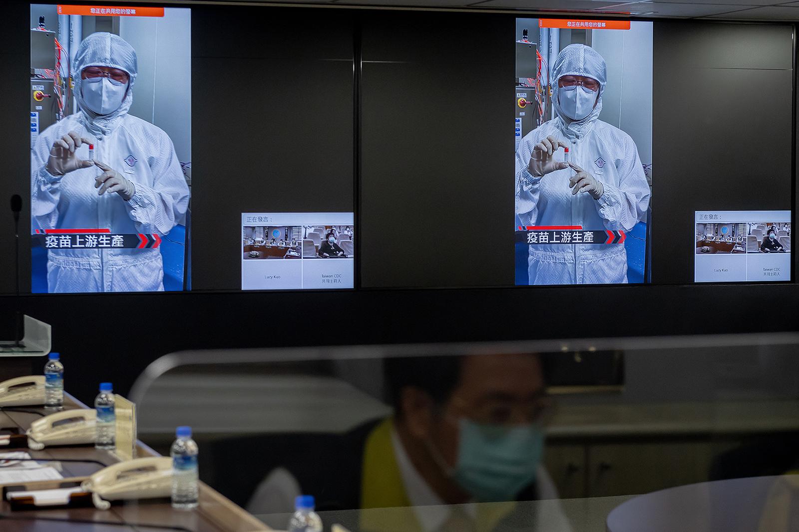 2021年5月18日,總統蔡英文與本地研發新型肺炎疫苗專家視訊會議,了解研發進度。(總統府提供)