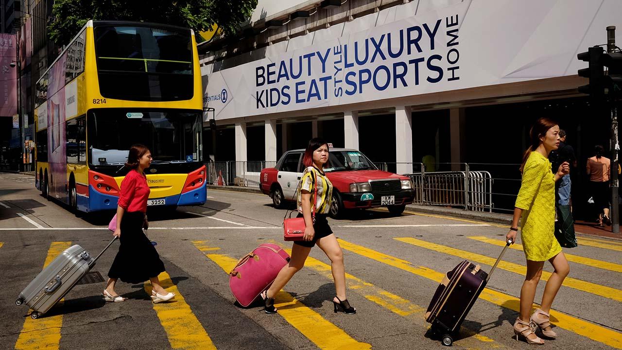 港零售旅游陷阴霾 10.1大陆访港旅客跌62%