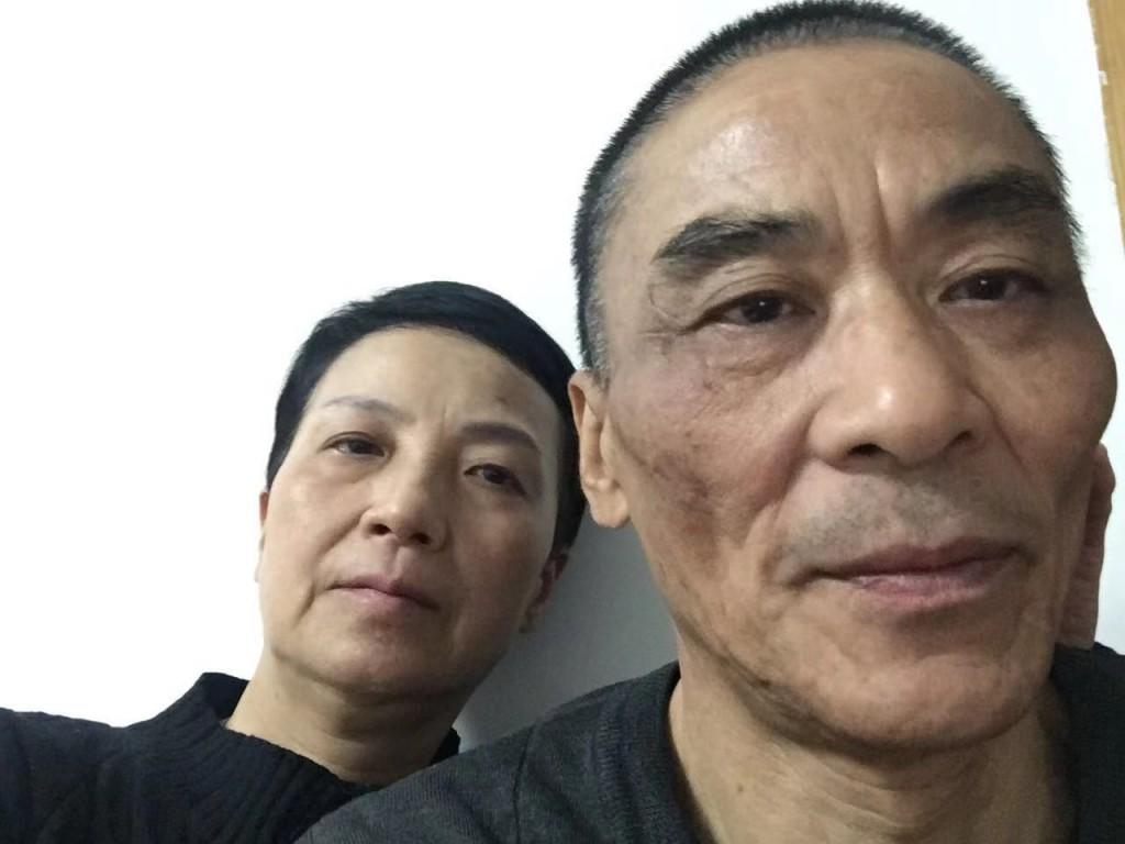 赵宝珠(左)过去一直陪伴妻子李旺玲走上维权路。(资料图片)