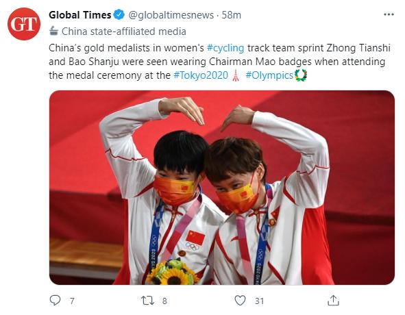 《环球时报》于8月2日发出推文,称两位运动员戴毛像登上领奖台。或许意识到事件的严重性后紧急删除推文。(《环球时报》推特截图)