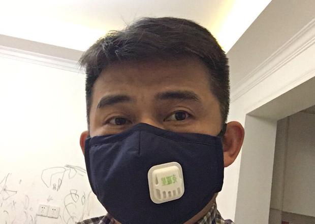 湖南公民歐彪峰表示,為免感染新冠肺炎,他亦會做好個人防護措施。(歐彪峰推特圖片 / 拍攝日期不詳)