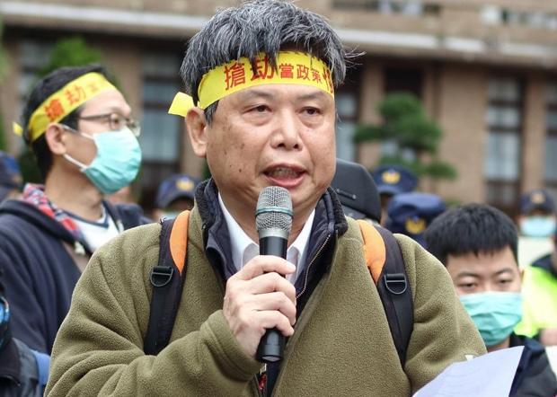 台灣政治大學地政系教授徐世榮表示,中國修建堤霸控制流水量到下游國家,對下游國家造成乾旱。(徐世榮臉書圖片 / 拍攝日期不詳)