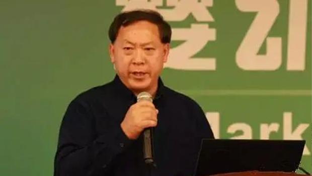 2011年,时任广州市奶业管理办公室负责人的王丁棉在一次论坛上痛批奶企绑架中国奶业品质标准。但随著官方压力剧增,即便是标准依然低下,但近年来王丁棉鲜有批评的声音,而是频繁为国产奶站台。(知情人提供)