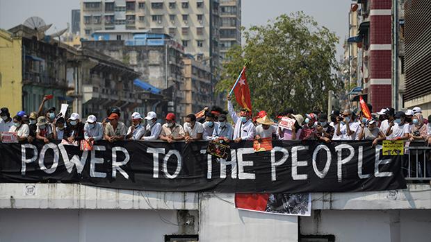 缅甸大规模示威持续 大小企业响应大罢工