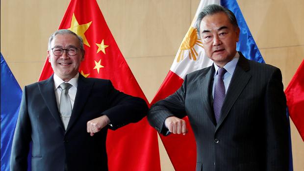 菲律賓外長粗言籲中國滾出南沙群島 後稱只會向王毅道歉