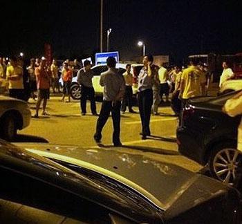 深圳业主和施工公司双方一直对峙至晚上,泥头车才被撤走。(业主李先生提供)