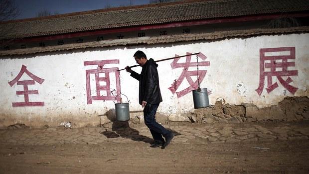 中国年底撤销千万贫困户 中央专项扶贫款每年省千多亿