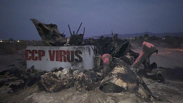 加州「中共病毒雕塑」遭不明人士焚毁 雕塑作者指中共为幕后黑手
