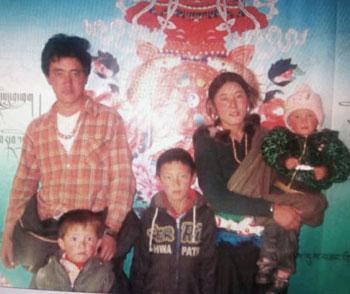 年約30歲的格吉為四名孩子的母親。(圖片來自維權人士)