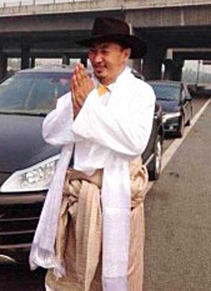 9月30日,藏族作家久烈達瓦從四川綿陽監獄刑滿出獄。(照片來自西藏人權民主促進中心)