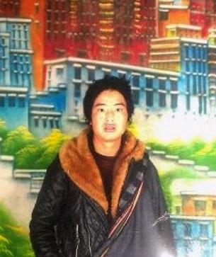 25岁牧民旺青诺布,11月19日晚上在循化县岗察寺附近自焚身亡。(照片由维权人士提供)