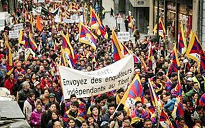 欧洲布鲁赛尔逾4千人参加游行。(照片来自藏人行政中央网站)