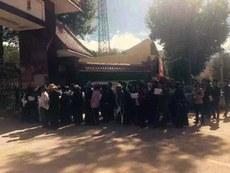 china-tibetan-crowd-620.jpg