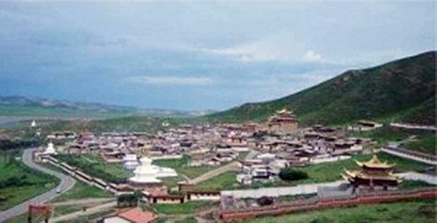僧人貢郤索南自焚地點是位於阿壩州若爾蓋縣唐克鄉的索格藏寺,又名索倉寺,有二百多名僧人。(照片來自西藏人權民主促進中心)