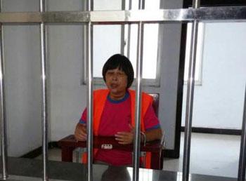 被指捅死警察刑拘的河南訪民張小玉,疑遭刑訊迫供,雙眼失明。(伍雷律師微博)