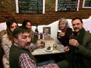 國際特赦組織西班牙分會的人員,也十分關注參與新公民運動被捕人士的開庭情況。(自國際特赦組織推特)