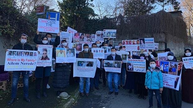 土耳其維族人集會抗議中共「種族滅絕」 中使館拒收5900份集中營受害者資料