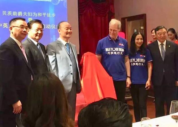 另一位渗透英国政界的「中国虎女」李雪琳(右二)及其丈夫、曾任英国内阁部长的贝特斯(Michael Bates)被习近平钦点为「中国的老朋友」。(贝特茨的博客网站)