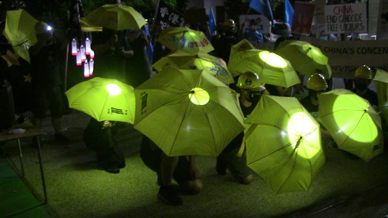 旅居洛杉磯的港人再現香港人不屈抗爭的場景。(黃小山 攝)