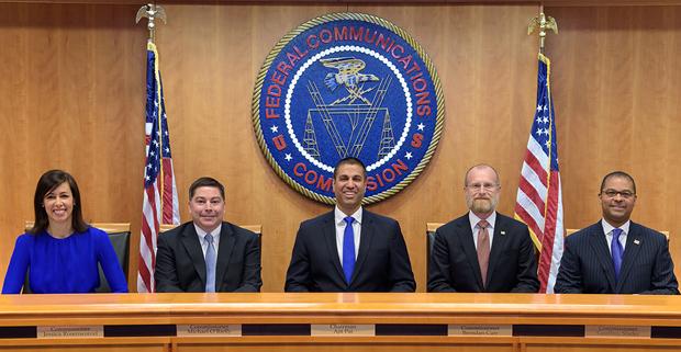 去年11月,美国联邦通信委员会(FCC)以5:0的投票结果做出决定,禁止美国通信运营商用83亿美元的「通用服务基金」政府补贴计划去购买,维护或支援华为和中兴通讯提供的任何设备或服务,该决定于6月30日生效。(FCC官网图片)