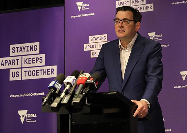 澳大利亞維州州長安德魯斯(Daniel Andrews)去年10月,未與澳聯邦政府協商的背景下與中國簽署「一帶一路」倡議框架協定;但未能成為維州原木進口中國的通行證。(安德魯斯臉書照片)