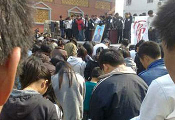 Wukan_XueJinbo_Memorial3_350.jpg