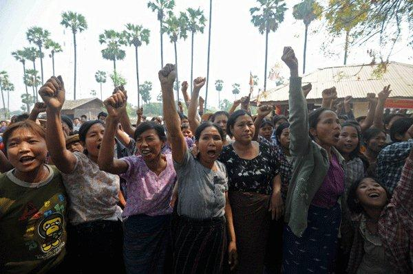 Villagers shout slogans against Aung San Suu Kyi near the copper mine site in northern Burma, March 14, 2013.