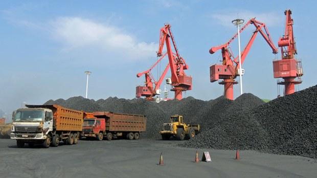 china-coal-excavator-lianyungang-jiangsu-aug5-2015.jpg