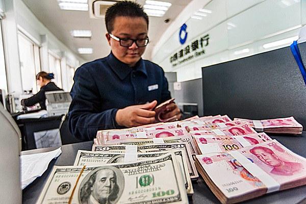 china-bank-clerk-huaian-mar1-2016.jpg