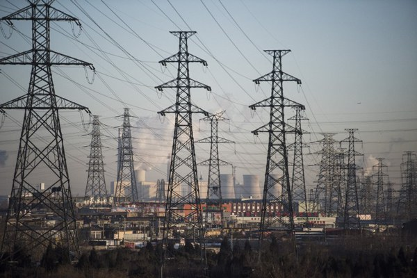 china-beijing-electric-lines-power-plant-jan8-2016.jpg