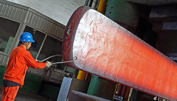 china-steelmaker-dalian-plant-oct13-2015.jpg